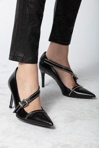 Discover Studs Pumps